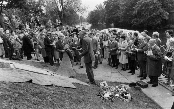 Unveiling the Norwich memorial